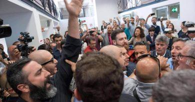 Comunicato da CasaPound. Blitz al Municipio XIII alla conferenza stampa sul progetto della funivia che dovrebbe collegare Casalotti a Battistini.