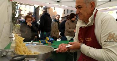 Show cooking, artisti di strada e i migliori prodotti locali. Frascati in festa con la Fiera dei Sapori Il 23 e 24 settembre torna l'appuntamento con l'enogastronomia dei Castelli Romani, tra gusto, divertimento e arte