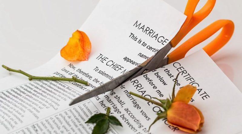 L'Italia è sempre più il paese dei divorzi; lo dicono i numeri che vanno a inserirsi in un contesto noto che comprende già di per sé un calo dei matrimoni.