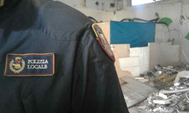 Blitz vigili in appartamento a San Giovanni. Grave caso di barbonismo domestico.