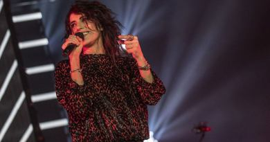 Il 19 gennaio 2018 Giorgia presenta a Milano Oronero Live, un lavoro che racchiude, in tre diversi formati, il tour appena concluso.