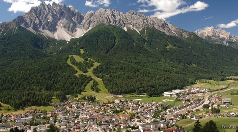 San Candido, nel cuore dell'Alta Pusteria, è rinomata per più di un motivo. Decine di chilometri di piste da sci, fondo e slittino.