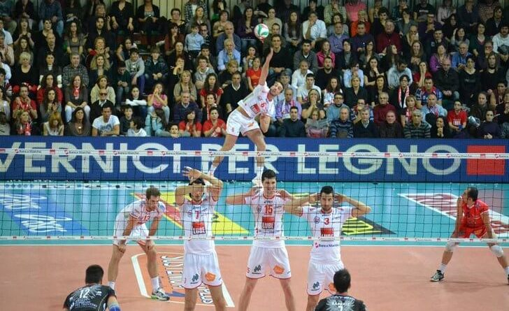 Cucine Lube Civitanova batte Calzedonia Verona 3-0 nel big match di SuperLega, e rafforza il suo secondo posto in classifica.
