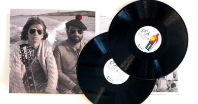 Una raccolta di 12 brani, Lucio! che comprende l'inedito sanremese Almeno Pensami, in cui Ron omaggia Lucio Dalla, dal 23 marzo è disponibile in doppio vinile.