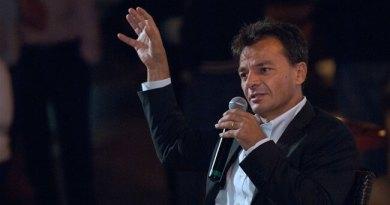 Liberi e Uguali non può essere equidistante tra Di Maio e Salvini. Noi dobbiamo dare disponibilità al M5S a un confronto di merito. Lo scrive Stefano Fassina in un post su Facebook.