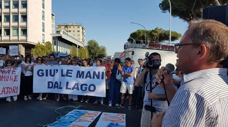 Emiliano Minnucci, già Deputato ora lo troviamo tra gli scranni del Consiglio regionale del Lazio a fianco di Nicola Zingaretti. Tra i maggiori sostenitori della battaglia per la salvezza del Lago di Bracciano.