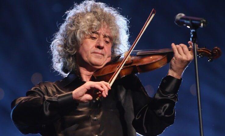 Giovedì 12 aprile, alle ore 21, presso la Sala Sinopoli dell'Auditorium Parco della Musica, sarà in concerto Angelo Branduardi insieme alla sua storica band.