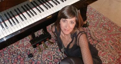 Giuseppina Torre, pianista e compositrice italiana, firma le musiche del documentario Papa Francesco - La mia idea di arte.