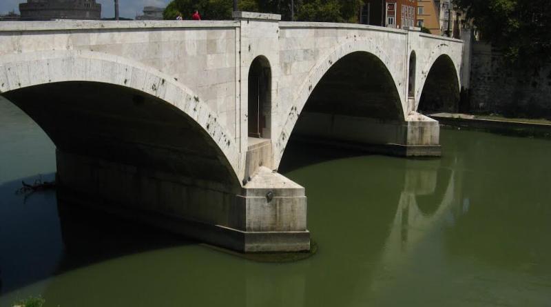 Sono iniziati i lavori di manutenzione del Ponte Principe Amedeo di Savoia Aosta (P.A.S.A.) che prevedono la messa in sicurezza di un fornice secondario di scarico idraulico del ponte, oltre al rifacimento dei marciapiedi e della pavimentazione stradale.