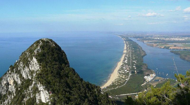 """Economia del Mare, a Sabaudia gli esperti a convegno sul futuro di 7000 km di coste italiane. """"promozione, diffusione e sensibilizzazione alla cultura dell'ambiente marino""""."""