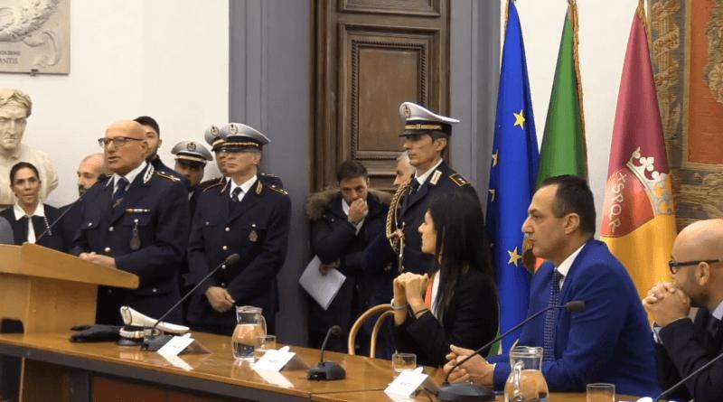 """Campidoglio, 500 nuovi agenti per la Polizia Locale di Roma Capitale. Oggi le prime firme. Raggi: """"Più vigili in strada per sicurezza e decoro""""."""