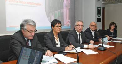 """La Giunta Regionale presenta il bilancio 2019-2021 e il documento """"Al centro i marchigiani""""; giovedì a Roma l'incontro con il Governo."""