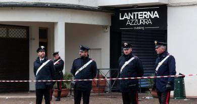 È passato un mese dalla notte in cui 6 persone hanno perso la vita nella locale Lanterna Azzurra di Corinaldo, dove doveva esibirsi il rapper Sfera Ebbasta.