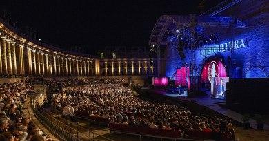 L'associazione Arena Sferisterio ha pubblicato un bando per la ricerca di fotografi e operatori video per le edizioni 2019-2020 del Macerata Opera Festival.