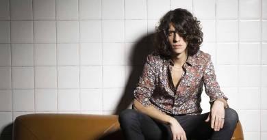 Il cantautore indie Motta, pisano, torna da maggio con un nuovo tour, Tra Chi Vince e Chi Perde, che partirà da Milano per proseguire in tutta Italia.