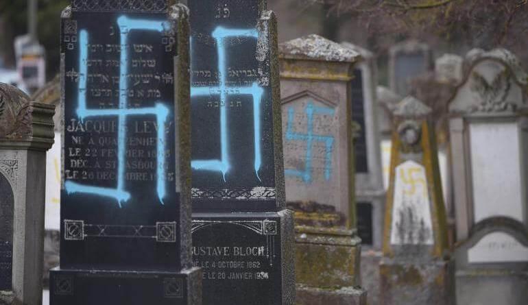 Lo scorso 19 febbraio, circa ottanta tombe di un cimitero ebraico di Quatzenheim, in Alsazia sono state profanate con delle svastiche