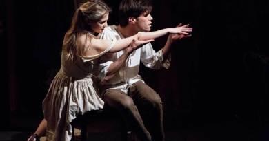 Il conflitto tra arte e amore si consuma in un delicato equilibrio tra la prosa e la danza. Dal 29 al 31 maggio approda al Teatro Tordinona.