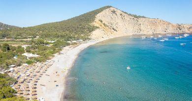 Movida, divertimento, spiagge chilometriche che fanno di quest'isola patrimonio mondiale dell'umanità organizziamoci, per le vacanze ad Ibiza!