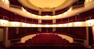 Esistere e resistere in una società che non sempre riconosce la specificità del ruolo del teatro e della cultura. È questo lo spunto di riflessione che ha guidato la composizione della stagione 2019-2020 del Teatro della Cometa.