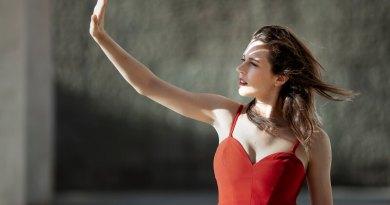 Il Tempo Vola è il primo Ep di Elisa Sapienza, disponibile dal 7 giugno in digital download, anticipato dal singolo Eccezionali, uscito il 17 maggio scorso.