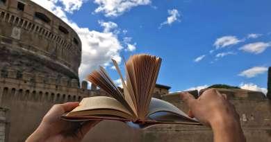 Torna Letture d'Estate, dal 20 giugno al 1°settembre, nei Giardini di Castel Sant'Angelo; edizione tutta nuova lungo la passeggiata più amata di Roma.