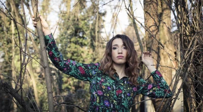 Mercoledì 12 giugno, presso il Mondadori Megastore di Milano, Ylenia Lucisano presenterà il suo nuovo album Punta da un chiodo in un campo di papaveri.