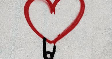 Il 2 agosto dalle 21.30 gli artisti si esibiscono per cardioproteggere i bimbi di Roma. Andrea Roncato e Morena Rosini, Ribatti con noi – per un bimbo più sicuro.