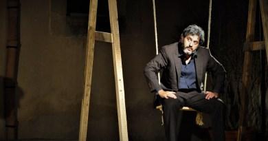 Debutta a Roma al Teatro Cometa Off, dal 27 al 29 settembre, Click Clock, di e con Giovanni Libeccio, interpretato accanto a Lorenzo Parrotto e Roberta Azzarone.