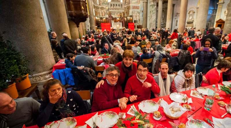 Anche quest'anno la comunità di Sant'Egidio organizza i pranzi del 25 dicembre, Un Natale all'insegna della solidarietà per i poveri, i senzatetto e le persone in difficoltà.