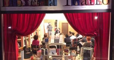La Libreria Teatro Tlon è un punto di riferimento per il Municipio VIII, e non solo, dove si organizzano conferenze, seminari, spettacoli e lezioni.