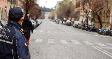 Un cittadino è stato denunciato ieri mattina dagli agenti della Polizia Locale di Roma Capitale, Gruppo IX Eur, per aver violato la quarantena obbligatoria.