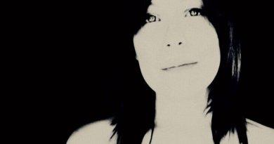 Protagonista del 5 agosto a Nella stanza dell'altro, la Musica è la cantautrice Valentina Falcone. Il 26 giugno è uscito il singolo In Fondo alla Strategia.