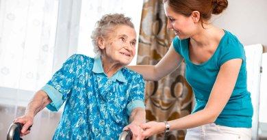 Formazione, aiuti economici e tutele per chi si occupa dei familiari non autosufficienti nel Lazio. La proposta DEMOS per i Caregiver Familiari