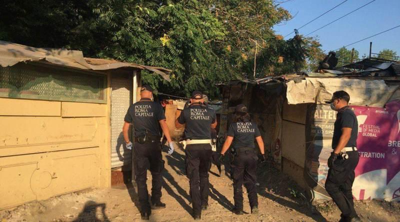 Sgombero insediamento abusivo al Foro Italico. L'operazione della Polizia Locale con 80 agenti da questa mattina. Al temine demolizione delle baracche