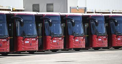 Raggi, con +BusXRoma potenziamo i collegamenti per le periferie: da Ostia all'Infernetto, da Casal Palocco a Castel Fusano. Da febbraio 2021 nuova linea per l'aeroporto di Fiumicino.