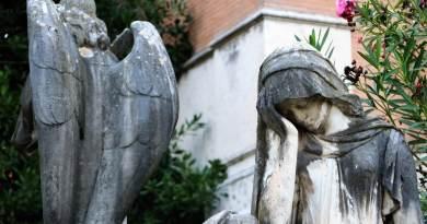Torniamo a parlare di cimiteri e cremazioni. I campisanti della capitale sono in sofferenza, e non da oggi. Dove sono finiti i fondi per l'adeguamento?