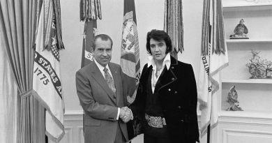 Richard Milhous Nixon nasce il 9 gennaio 1913 a Yorba, California, secondo di cinque figli di una famiglia non particolarmente benestante.
