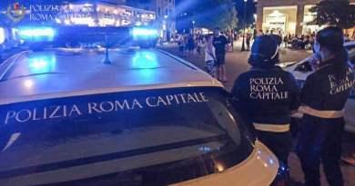 Polizia Locale, controlli ferragosto: dal Centro Storico ad Ostia. Maxi sequestro di oltre 5mila articoli 600 accertamenti sulla green pass.
