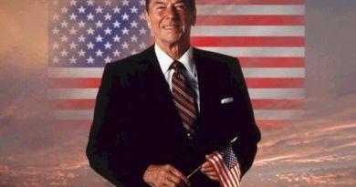 Ronald Wilson Reagan nasce il 6 febbraio 1911 a Tampico, Illinois. Fin dall'infanzia dimostra amore per la recitazione