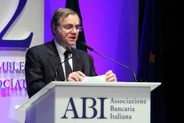 Ignazio Visco all'assemblea generale dell'ABI a Roma l'11 luglio 2012 (Ravaglinifoto)