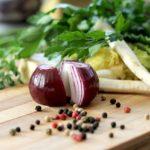 Tagliere e verdure fresche