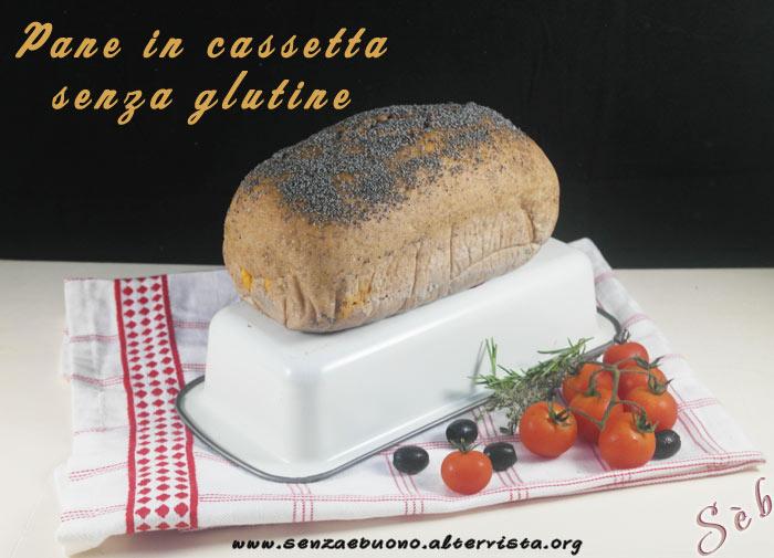Pane in cassetta senza glutine vegan pomodoro e olive nere