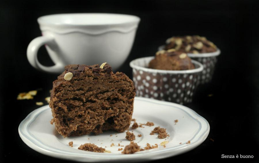 Muffin al cioccolato con avena, banana e noci vegan senza glutine
