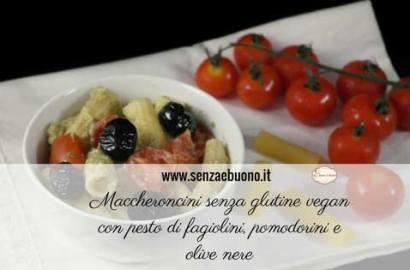 Maccheroncini senza glutine vegan con pesto di fagiolini, pomodorini e olive