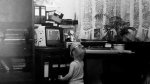 Alex spielt Pacman am Commodore 64
