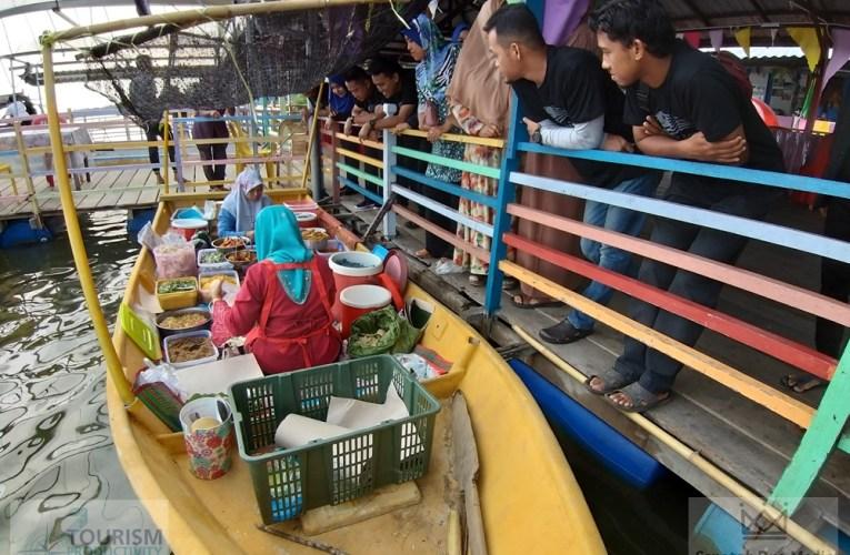 Pasar Terapung Kota Pengkalan Datu Tarikan Unik Beli Juadah Asli Negeri Kelantan