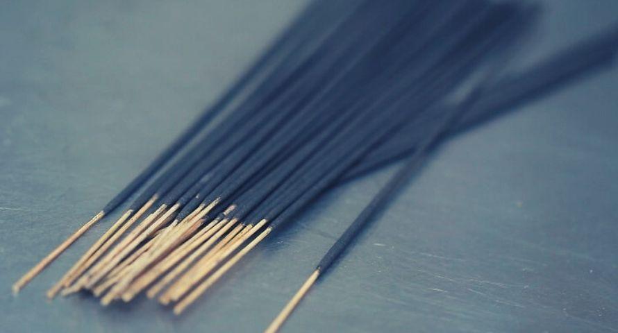 Comment brûler un bâton d'encens