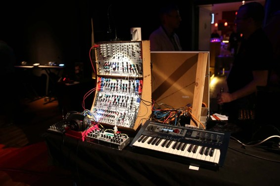 Dinosaurier_Synthesizer0091