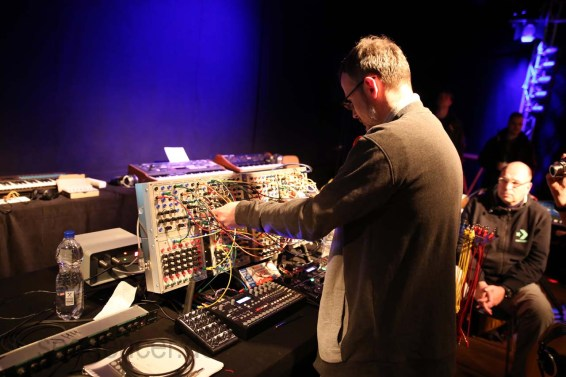Dinosaurier_Synthesizer0113