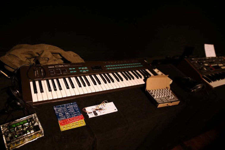 Dinosaurier_Synthesizer0323